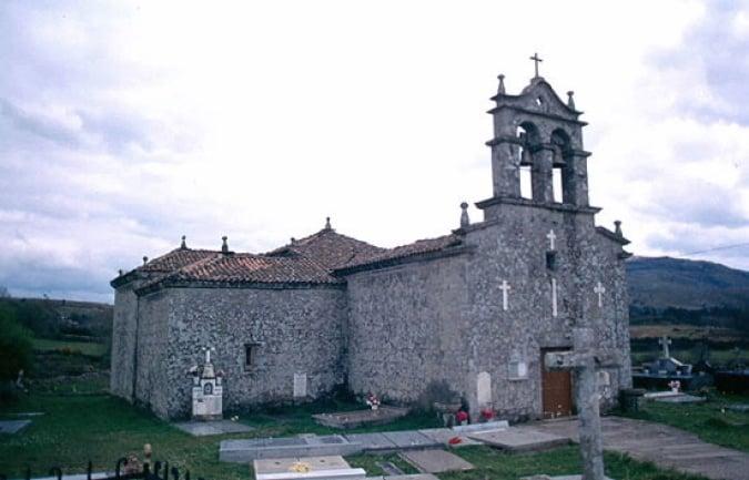 Iglesia Paroquial de San Namede das Trabancas, en Agolada