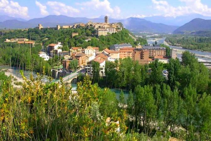El pueblo medieval de Aínsa, en Huesca