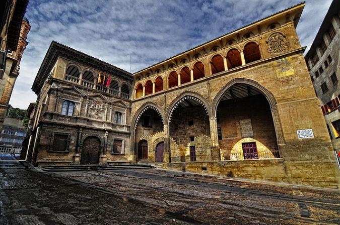 Alcañiz, en Teruel: monumentos, motos y mucho más