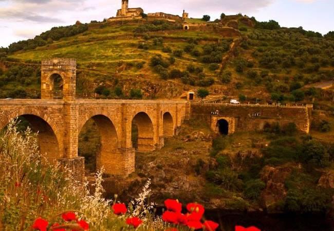 Alcántara, el encanto de un pueblo fronterizo en Cáceres