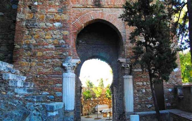 Puerta de las Columnas, en la Alcazaba de Málaga