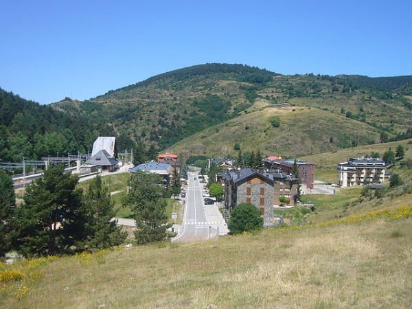 Alp: naturaleza, arte y esquí en la provincia de Girona