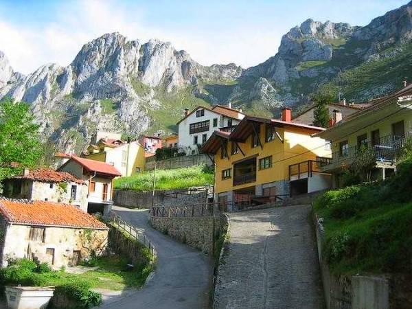 Arenas de Cabrales, cuna del queso más famoso de Asturias