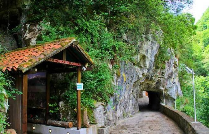 Cueva Exposición del Cabrales, en Arenas de San Pedro