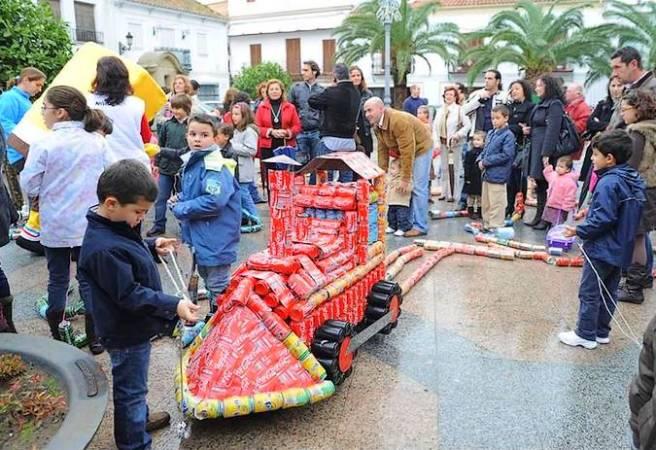 El Arrastre de Latas navideño de Algeciras