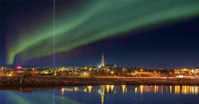 Aurora boreal en Reikiavik, Islandia