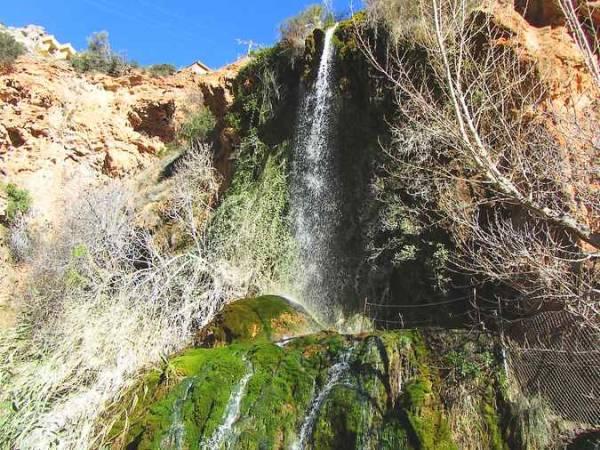 Cascada de la Toba, en la ribera del Río Mundo, Ayna