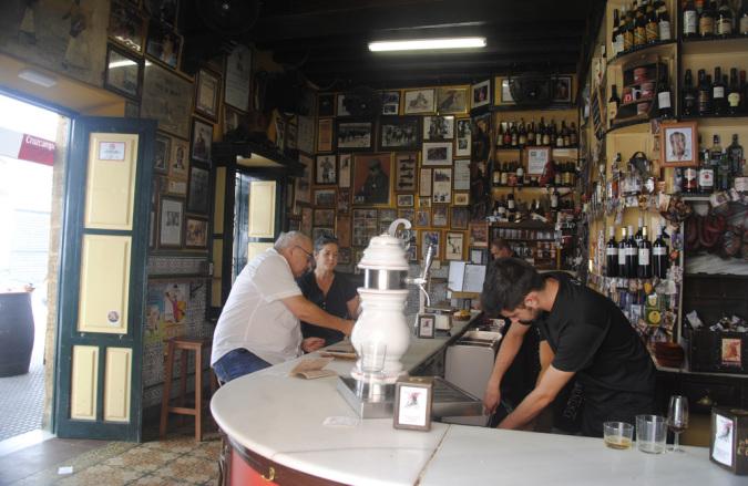 Taberna Casa del Manteca, un clásico en el Barrio de La Viña, Cádiz