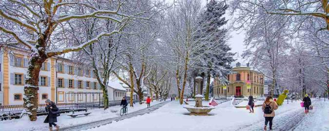 La ciudad de Biel-Bienne, en Suiza, en invierno
