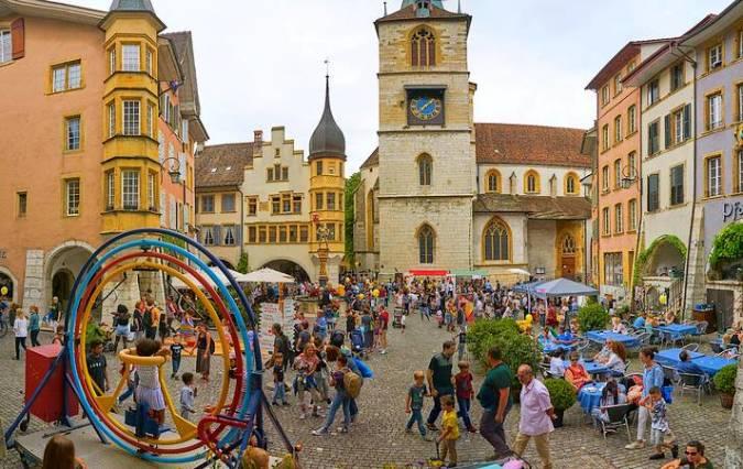 La ciudad de Biel-Bienne en verano