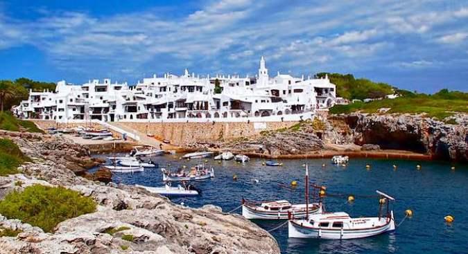 Binibeca, un precioso pueblo blanco en Menorca
