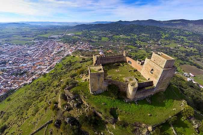 Resultado de imagen de burguillos del cerro castillo