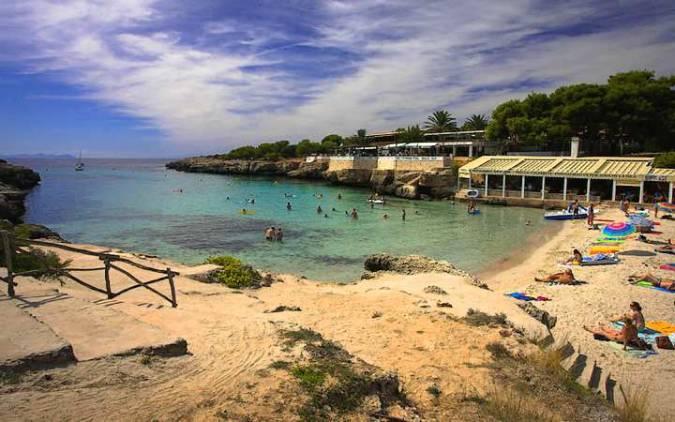 La playa de Cala Blanca, en Menorca