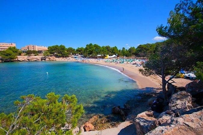 Cala d'en Bou, puro ocio en la isla de Ibiza