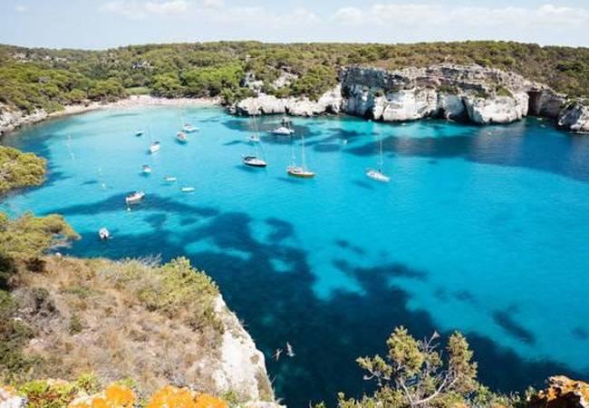 Un viaje a Cala Macarella en Menorca