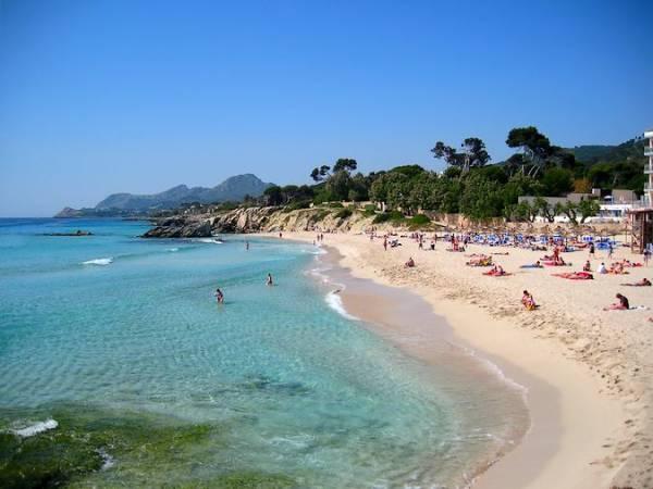 La playa de Son Moll, en Cala Ratjada, Mallorca