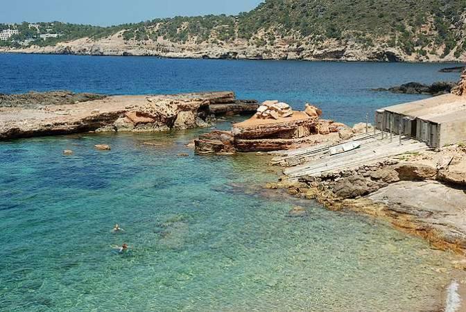 Casetas varadero de los pescadores, en Cala S'Illot, Ibiza