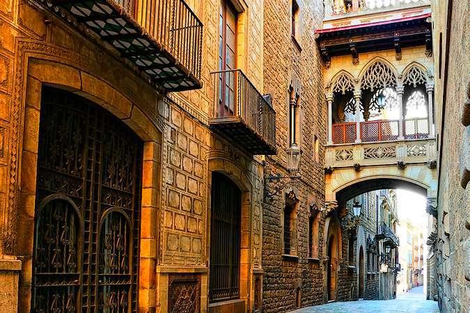 Carrer Bisbe, en el Barrio Gótico de Barcelona