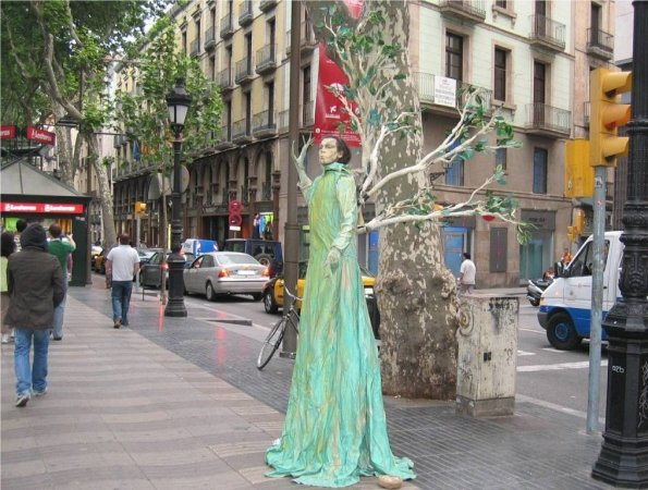 Estatua humana en Las Ramblas de Barcelona