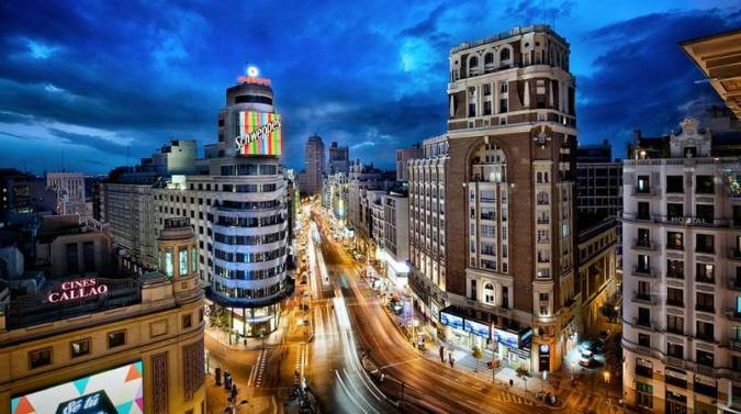 La Gran Vía de Madrid por la noche