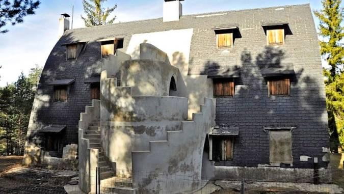 Restauración del Chalet de Catllaràs, en La Pobla de Lillet, Barcelona