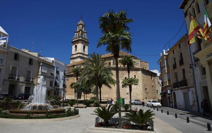 Plaza del Ayuntamiento de Pego, en Alicante
