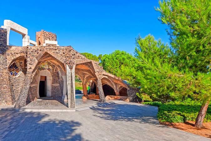 La Cripta Güell, la obra menos conocida de Gaudí