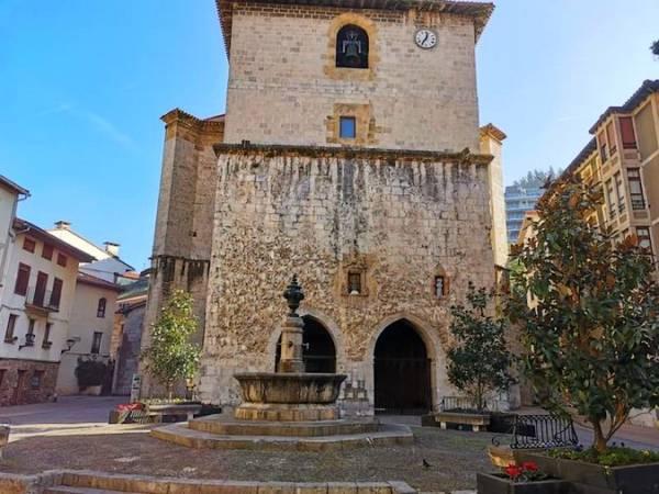 Iglesia de Santa María la Real de Deba, en Guipúzcoa