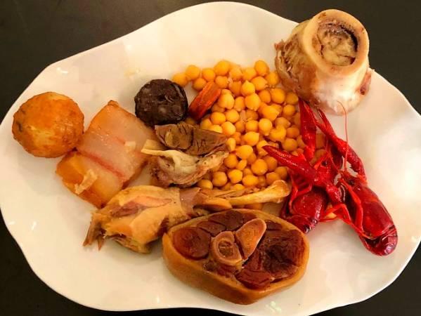 Cocido madrileño de taba del Restaurante Chirón, en Valdemoro, Madrid