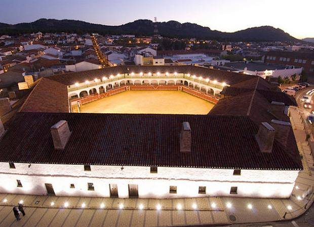Duerme en una plaza de toros en Almadén, Ciudad Real