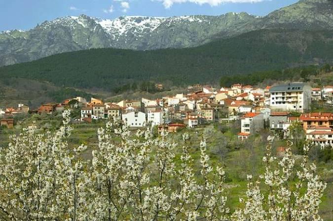 El serrano pueblo de El Arenal, en la Sierra de Gredos