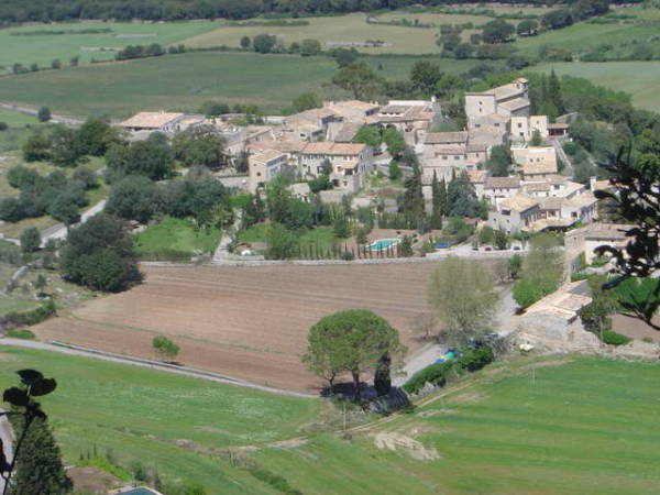 El encantador pueblo de Orient, en Mallorca
