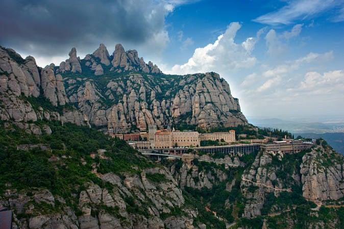 El Monasterio catalán de Montserrat, en Barcelona