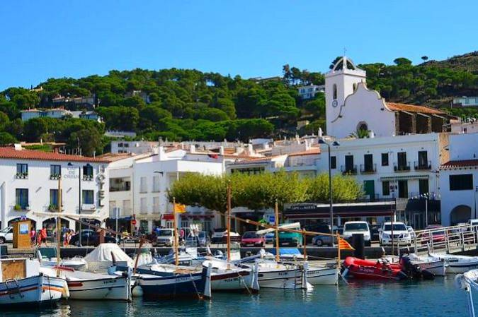 El pueblo marinero de El Port de la Selva, en Girona