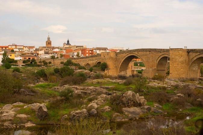 El Puente del Arzobispo, patrimonio y cerámica en Toledo