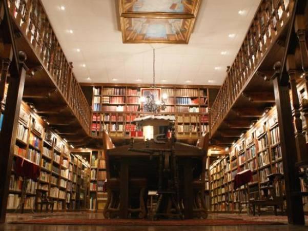 Biblioteca de Bodegas Mocén, en Rueda, Valladolid