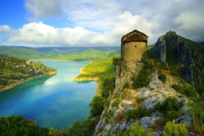 La Ermita de La Pertusa, un bello mirador sobre la Sierra del Montsec