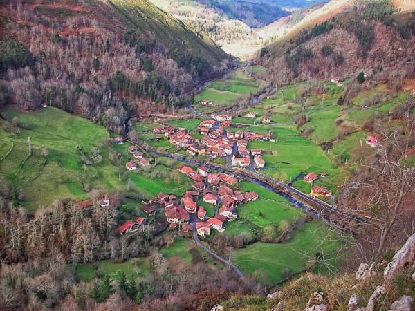 Panorámica de Espinaréu, en el concejo asturiano de Piloña
