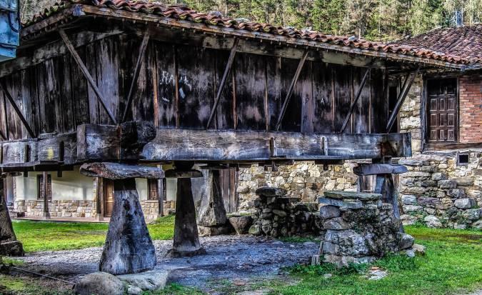 Hórreo en Espinaréu, en el concejo asturiano de Piloña