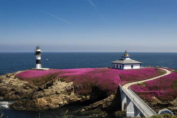 El primer faro convertido en hotel está en Ribadeo, Galicia