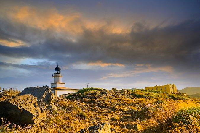 El bello Faro de Creus, en Cadaqués