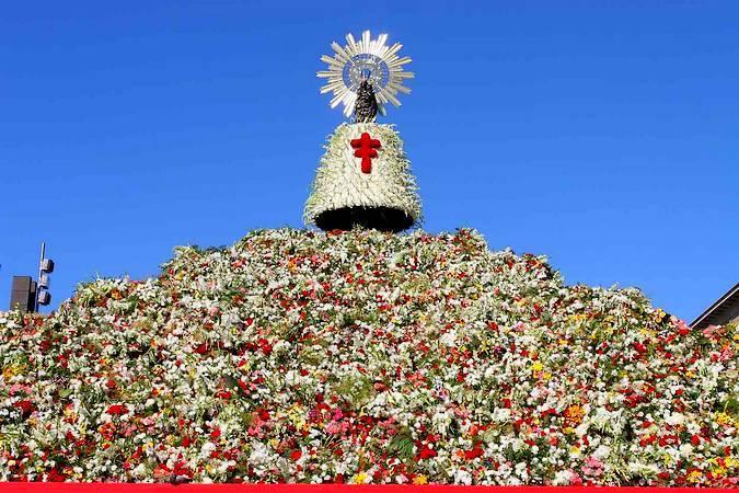 Ofrenda Floral a la Virgen del Pilar en Zaragoza