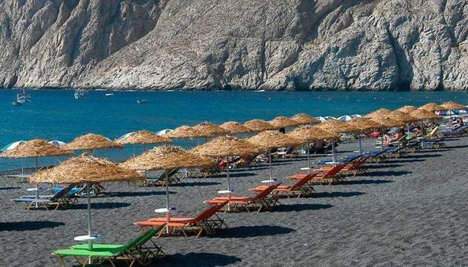 Playa de kamari, cerca de Fira, en Santorini