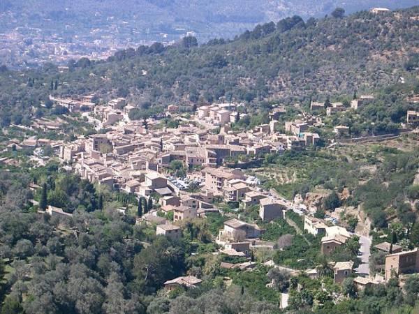 Fornalutx en plena Serra de Tramuntana Mallorca