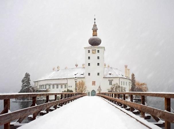 El castillo-palacio de Orth nevado, en Gmunden
