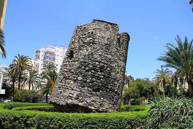 Torre Ladeada de Algarrobo Costa, en Málaga