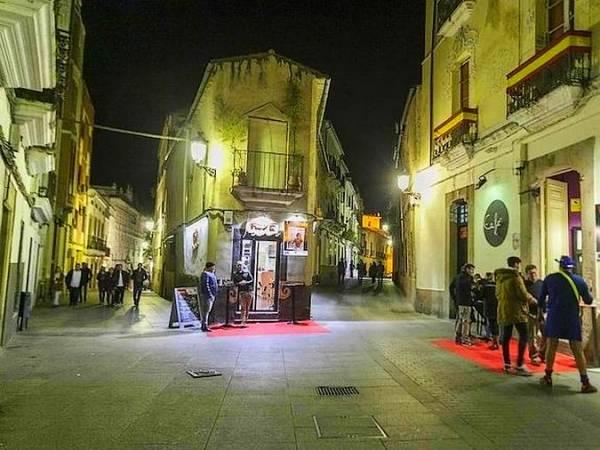 De copas por la calle Pizarro, en Cáceres