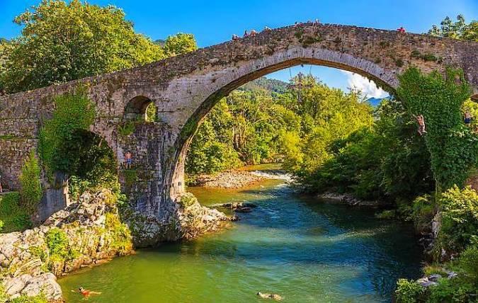 Puente Romano sobre el río Sella, en Cangas de Onís, Asturias