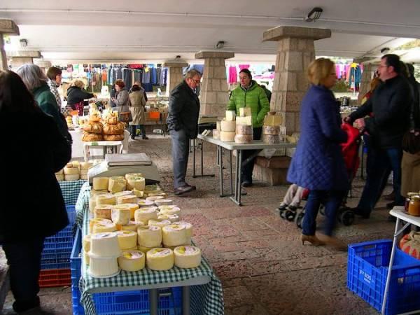 Mercado dominical de Cangas de Onís, en Asturias