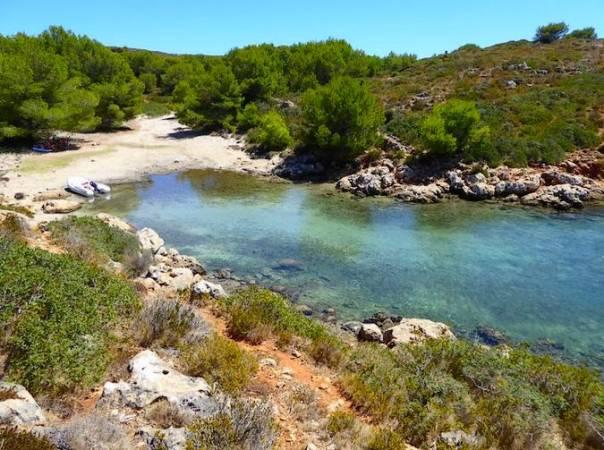 Cala de Cabra Salada, en Fornells, Menorca